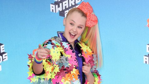 JoJo Siwa arrives at the Nickelodeon Kids